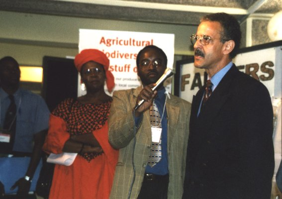 Mary Odinga accompanied by Jorge Illueca, Deputy Director of UNEP, open Seed Fair